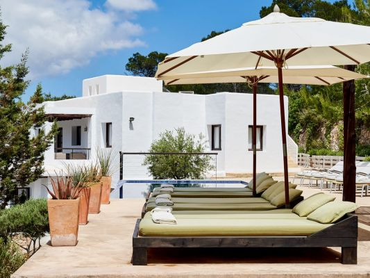 Sunloungers photo - Casa Kiva: 6 bedroom child friendly luxury villa with infinity pool in Es Cubells, Ibiza