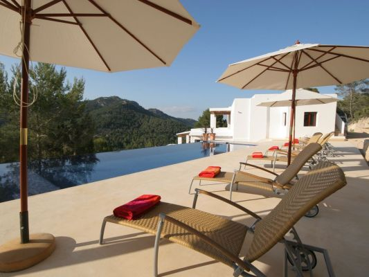 6 bedroom child friendly luxury villa with infinity pool in Es Cubells, Ibiza